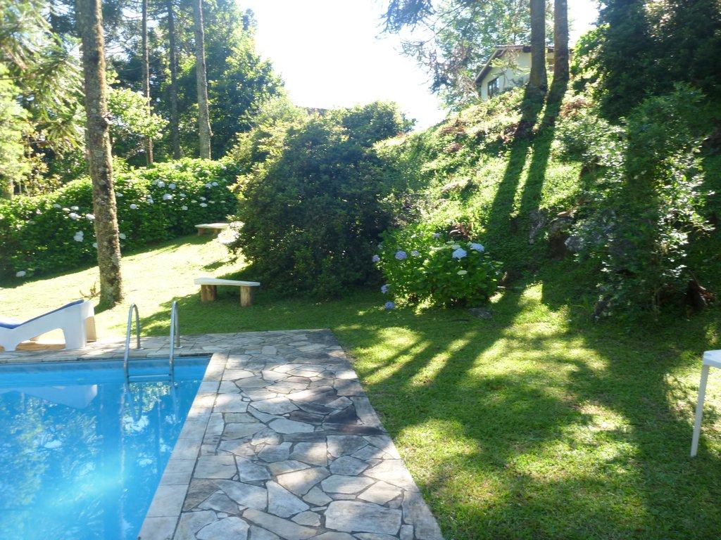 jardins e piscina  Pousada Passaredo